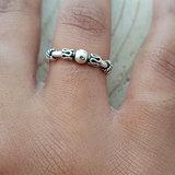 Ring van zilver op elastiek