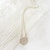 Ballchain ketting van zilver met bewerkt hart van zilver_