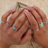 V-shape ring met stippels_