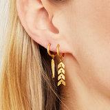 Fishbone oorbellen earrings gold