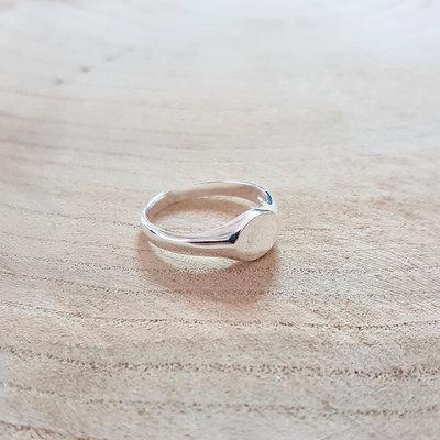 Ring van zilver met graveerplaatje