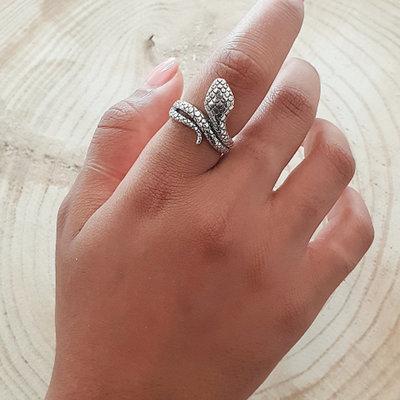 Ring van zilver cobra