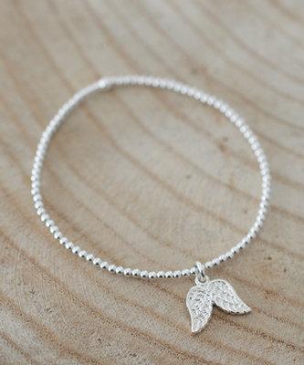 Armbandje met vleugels van een engeltje