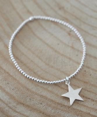 Armbandje met ster