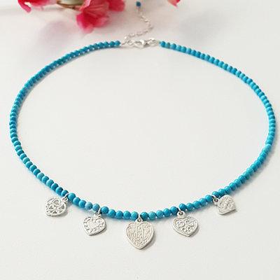 Ketting met turquoise kralen en hartjes