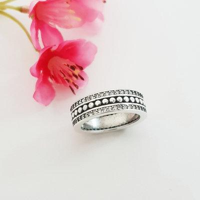 Zilveren ring met kristal