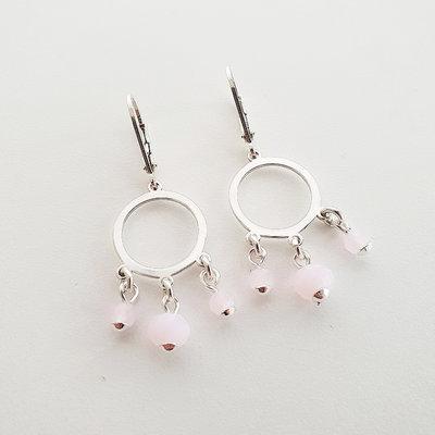 Zilveren oorbellen met roze kralen