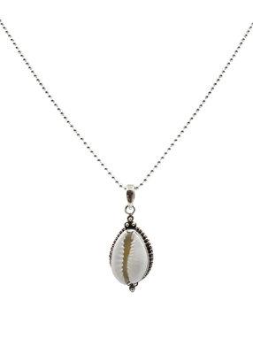 Zilveren ketting met grote schelp