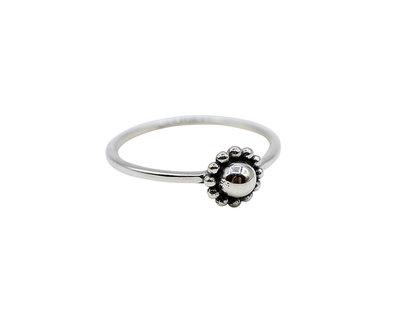 Ring van zilver met bloem