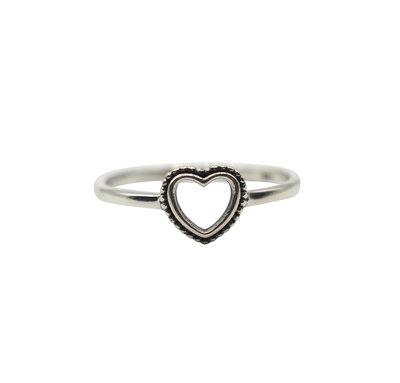 Ring van zilver met open ribbelhartje