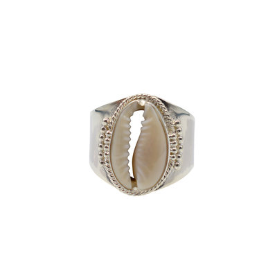 Ring van zilver met cowrie shell