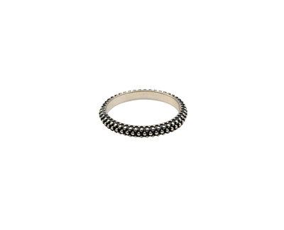 Ring van zilver met fijne bolletjes