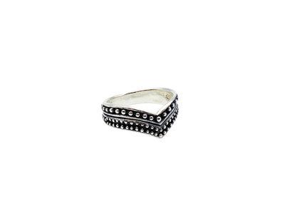 Zilveren ring in V-vorm