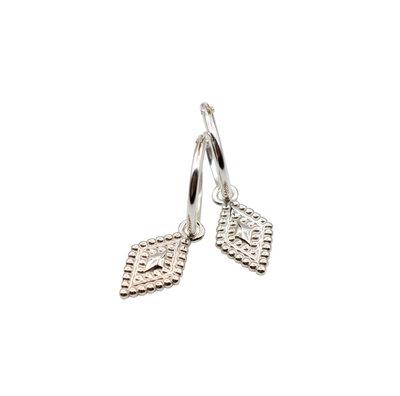 Zilveren oorringetjes met trendy hanger