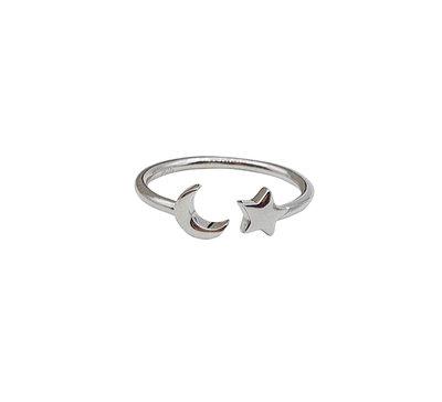 Ring van zilver met maan en ster