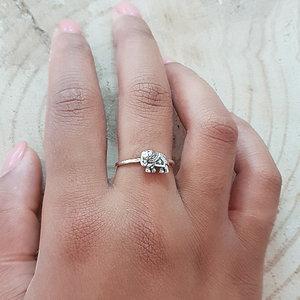 Ring van zilver met olifantje