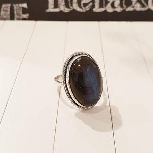Zilveren ring met labradorite
