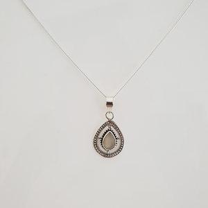 Ketting met ovalen hanger (maansteen)