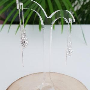 Oorbellen met bewerkte hangers