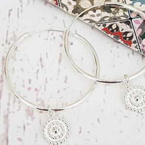 Zilveren oorringen met hangertjes