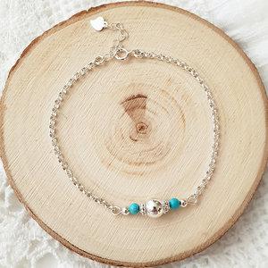Zilveren armband met turquoise en zilveren kralen