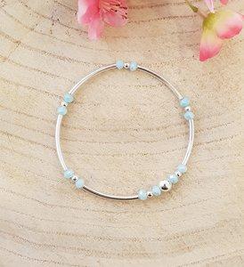 Armband van zilver met baby blauwe kralen