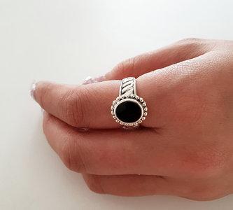 Ring van zilver met onyx