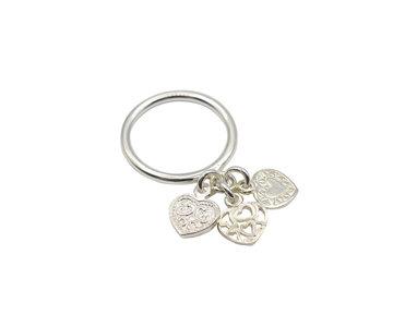 Ring met 3 hartjes van zilver