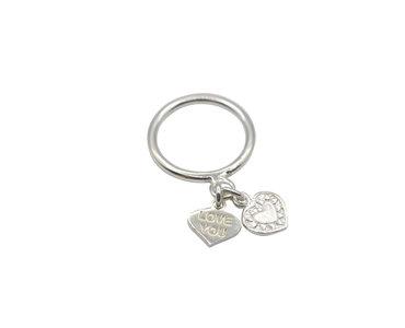 Ring van zilver met zilveren hartjes