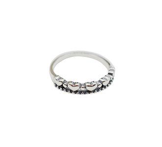 Ring van zilver met hartjes