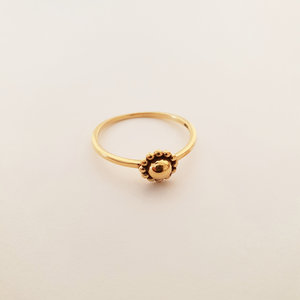 Goldplated ring met bloemetje