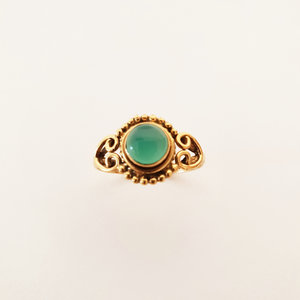 Goldplated ring met groene onyx